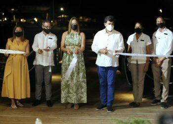 Directivos de Dreams Dominicus La Romana durante la inauguración del Deck-muelle.