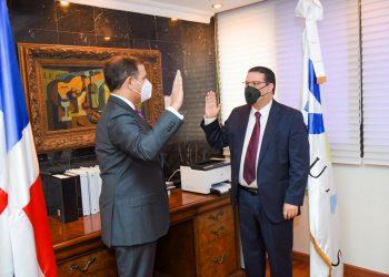 Eduardo Sanz Lovatón tomó posesión como director general de Aduanas, quien sustituye a Enríquez Ramírez Paniagua
