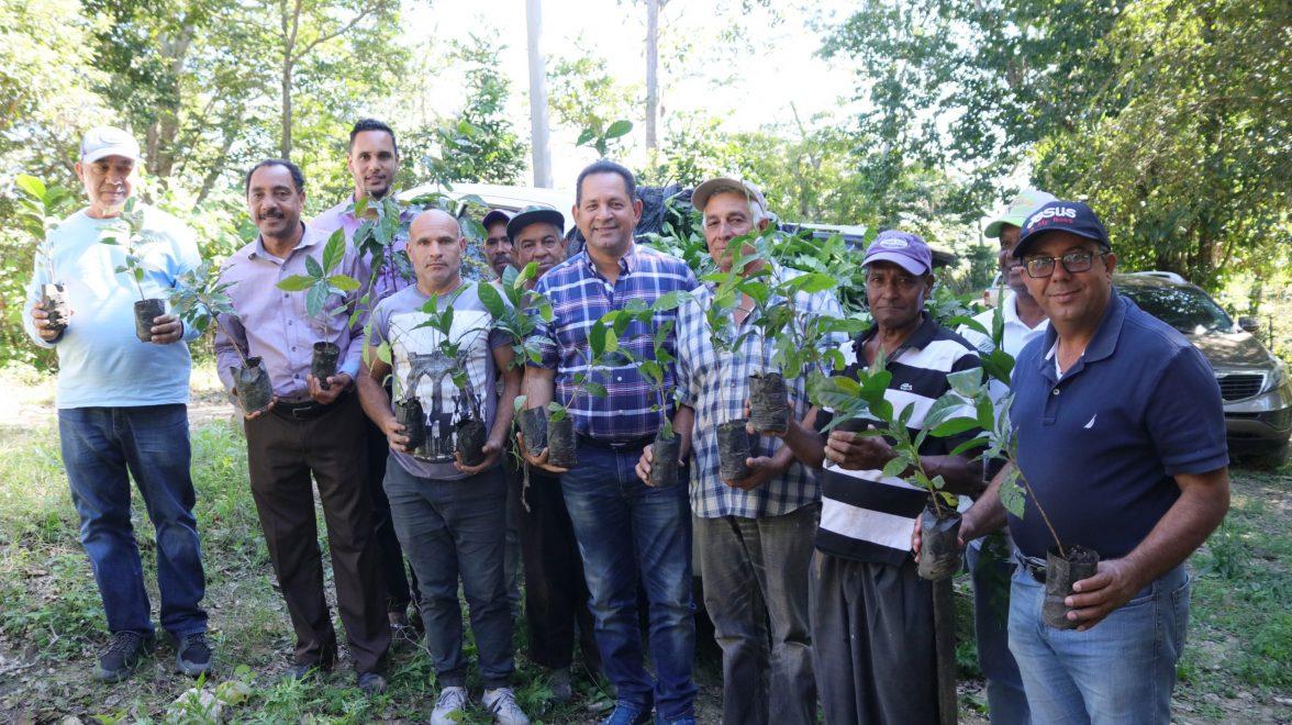 el director de la dgdf, miguel bejaran encabeza entrega de plantas