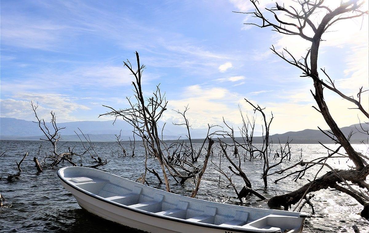el lago enriquillo bahoruco