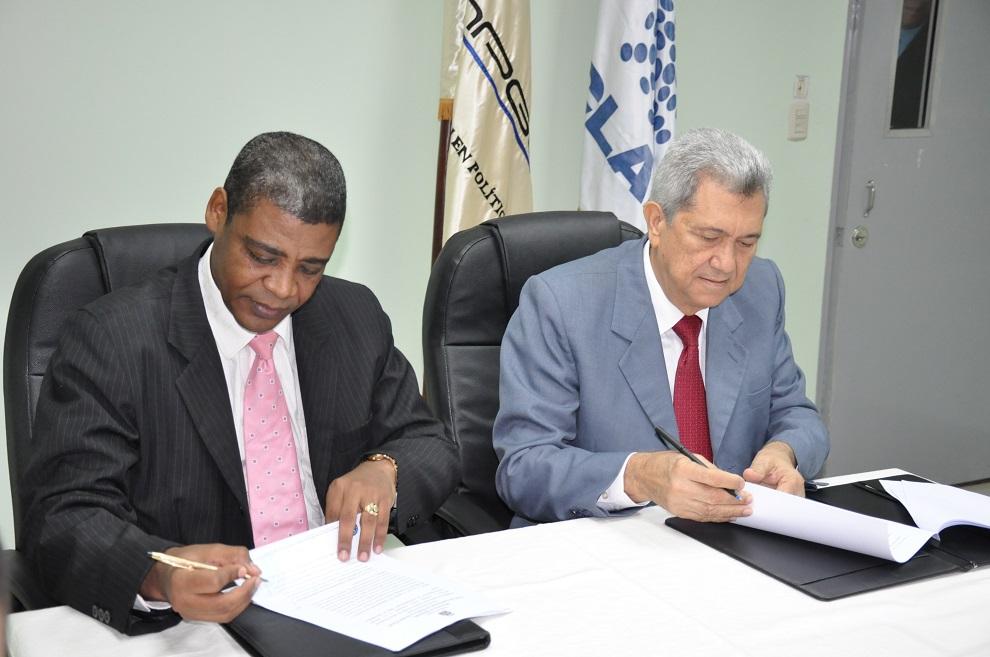 el secretario general del clad y el director del capgefi firmaron el acuerdo