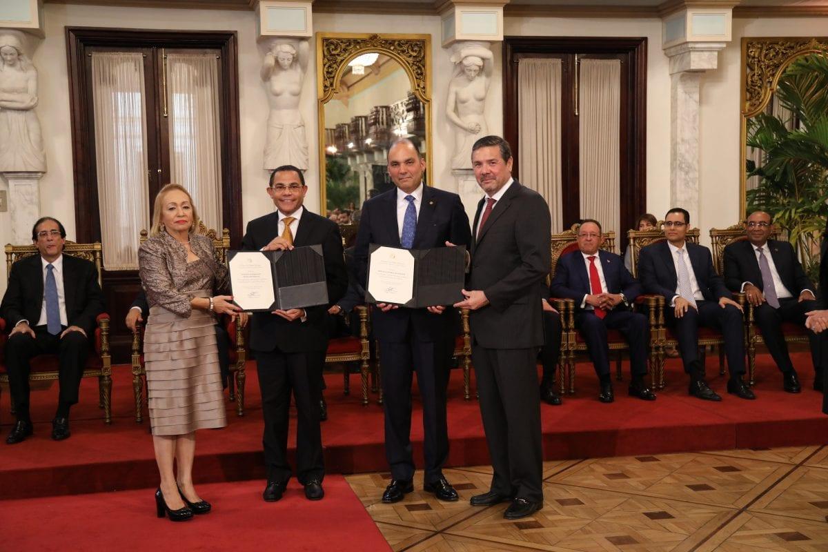 el director general del infotep recibe reconocimiento por el aporte de la institución al sector zonas francas