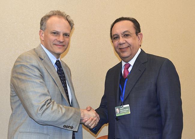 el gobernador héctor valdez albizu y el doctor alejandro werner.