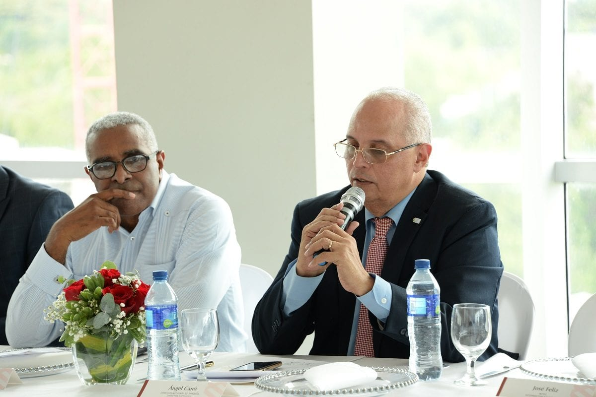 energía renovable rolando guzmán, rector del intec, y ángel canó, director ejecutivo del cne.