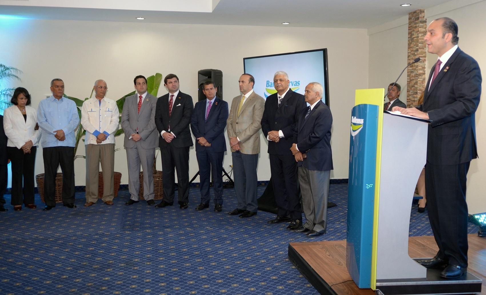 Enrique Ramírez Paniagua, dirigentes agropecuarios y de BanReservas durante el acto de lanzamiento del Prospera./elDinero