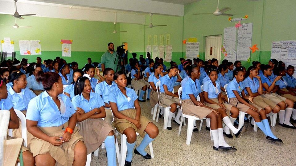 estudiantes adolescentes dominicanas