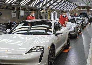 Imagen de una fábrica de Porsche.   Europa Press.