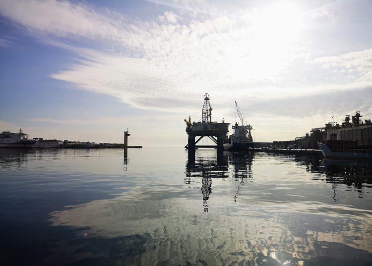 Plataforma petrolífera para desguace APA.   Europa Press.