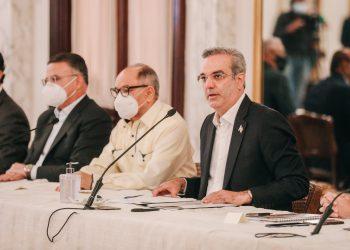 Luis Abinader anunció un fondo especial para otorgar la regalía pascual a los trabajadores.