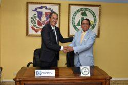 José Mármol, vicepresidente ejecutivo de Relaciones Públicas y Comunicaciones del BPD, y Príamo Rodríguez, canciller de UTESA.