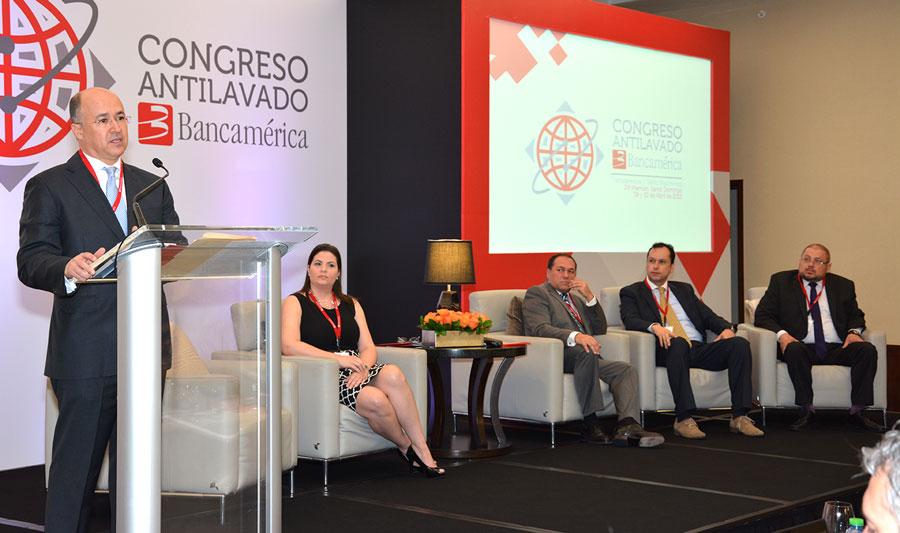 El procurador general de la República fue el orador invitado en el Congreso Antilavado que organiza Bancamérica. /GABRIEL ALCÁNTARA.
