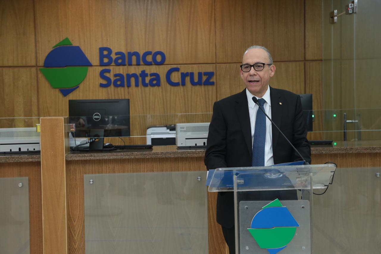 fausto a. pimentel, presidente del banco santa cruz.