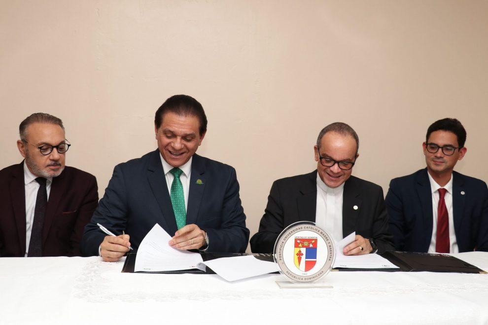 firma de convenio entre pucmm y unión médica (21)