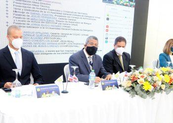 Roberto Fernández, secretario del consejo de administración de Coopnazonaf; Jesús Fernández, gerente general; Rafael Piantini, presidente, y Gloria Cepeda, presidenta del comité de vigilancia.