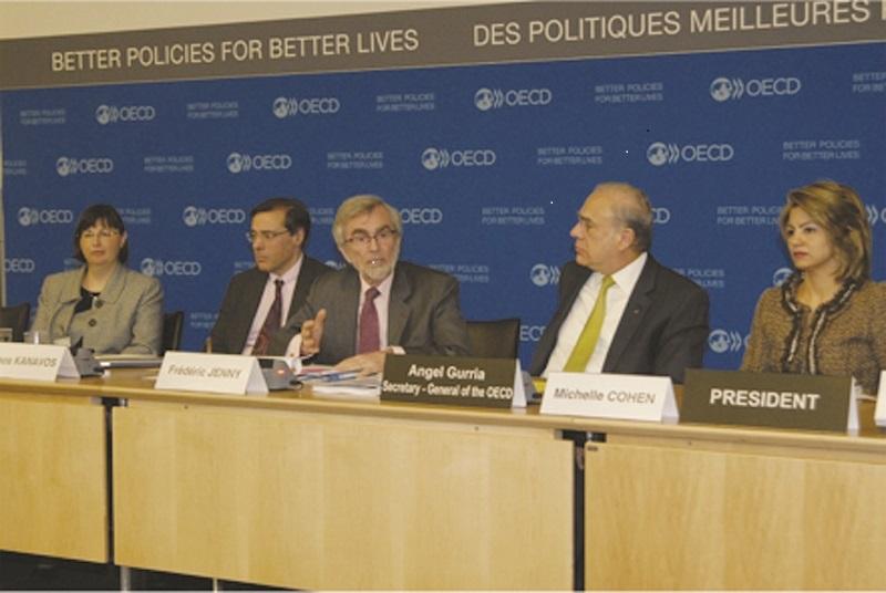 Valérie Paris, Manos Kanavos, Frádéric Jenny, Ángel Gurria y Michelle Cohen, durante la reunión de la Organización para la Cooperación de Desarrollo Económico (OCDE).