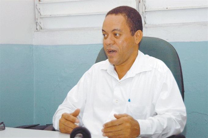 Francisco Ramírez representó a los dirigentes sindicales que exigen participación en el CNSS.