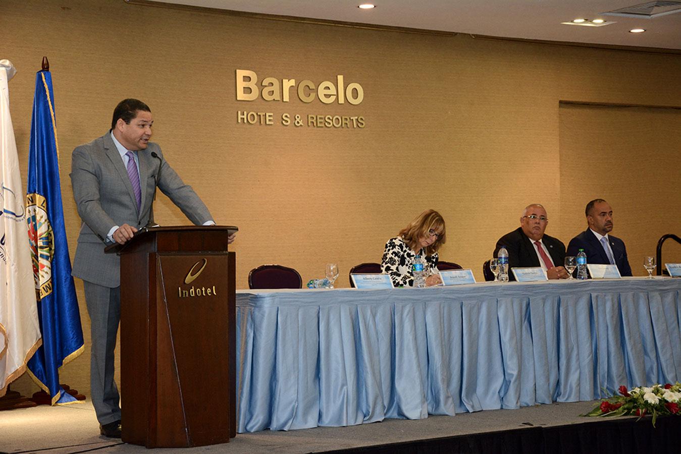 Gedeón Santos ofrece declaraciones durante el acto de presentación de la estrategia contra las delitos cibernéticos. / Gabriel Alcántara.