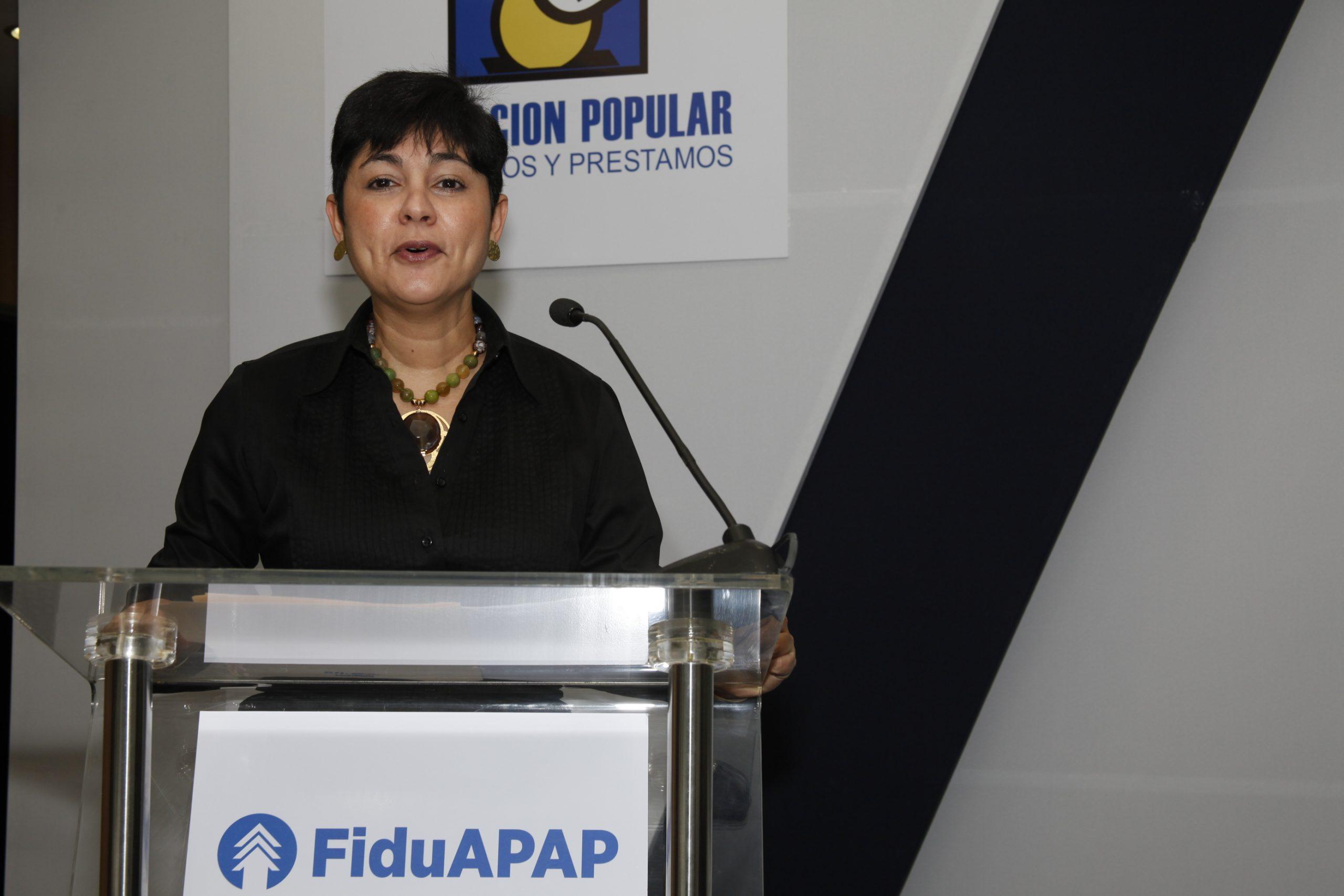 Germania Montás, economista, tuvo a su cargo el conversatorio de la APAP sobre fideicomiso.