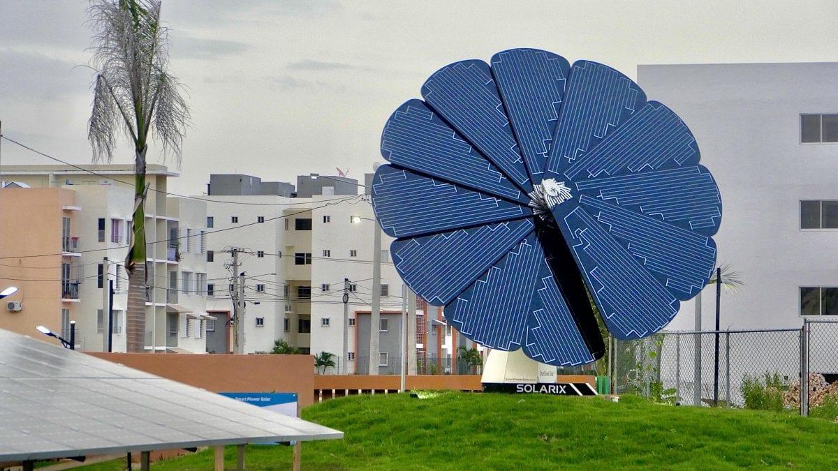 girasol solar inteligente donado por fundación aes dominicana al parque temático en ciudad juan bosch. (1)