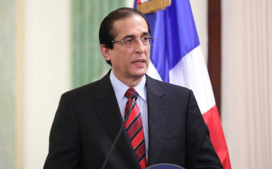 Danilo prohíbe a funcionarios comprar canastas y otros regalos con fondos públicos
