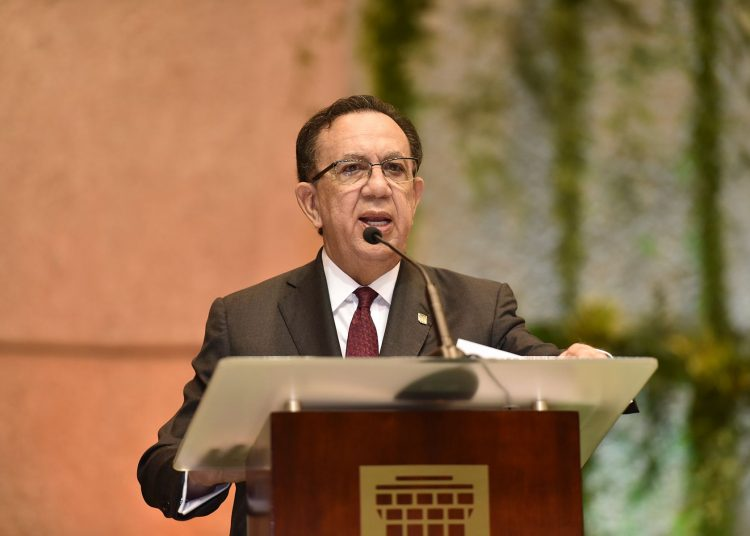 Héctor Valdez Albizu, gobernador del Banco Central de República Dominicana.