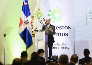 El director de DGII, Luis Valdez.