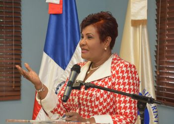 La superintendente de Seguros, Josefa Castillo.