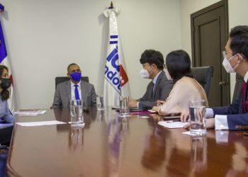 Ejecutivos de Huawei visitaron a directivos del Indotel.