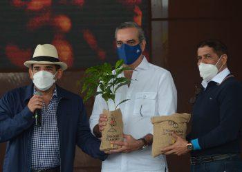 Manuel Pozo Perelló, Luis Abinader y Limber Cruz.