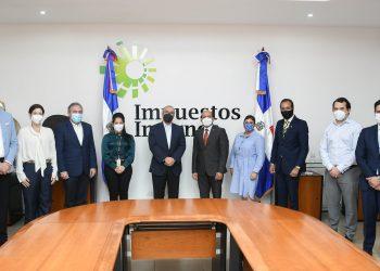 Reunión de los integrantes de la ONEC con las autoridades de Impuestos Internos.