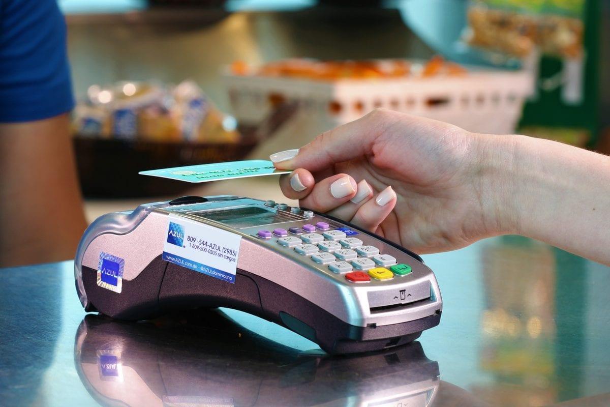 la solución de azul permitirá que los comercios dominicanos puedan recibir pagos con tarjetas