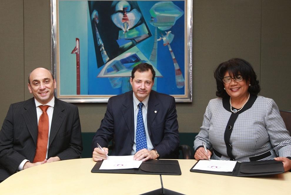 Lorenzo Jiménez de Luis, Steven Puig y Sonia Díaz durante la firma del acuerdo./elDinero