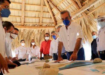 El presidente Luis Abinader durante su visita en Pedernales. | Fuente externa.
