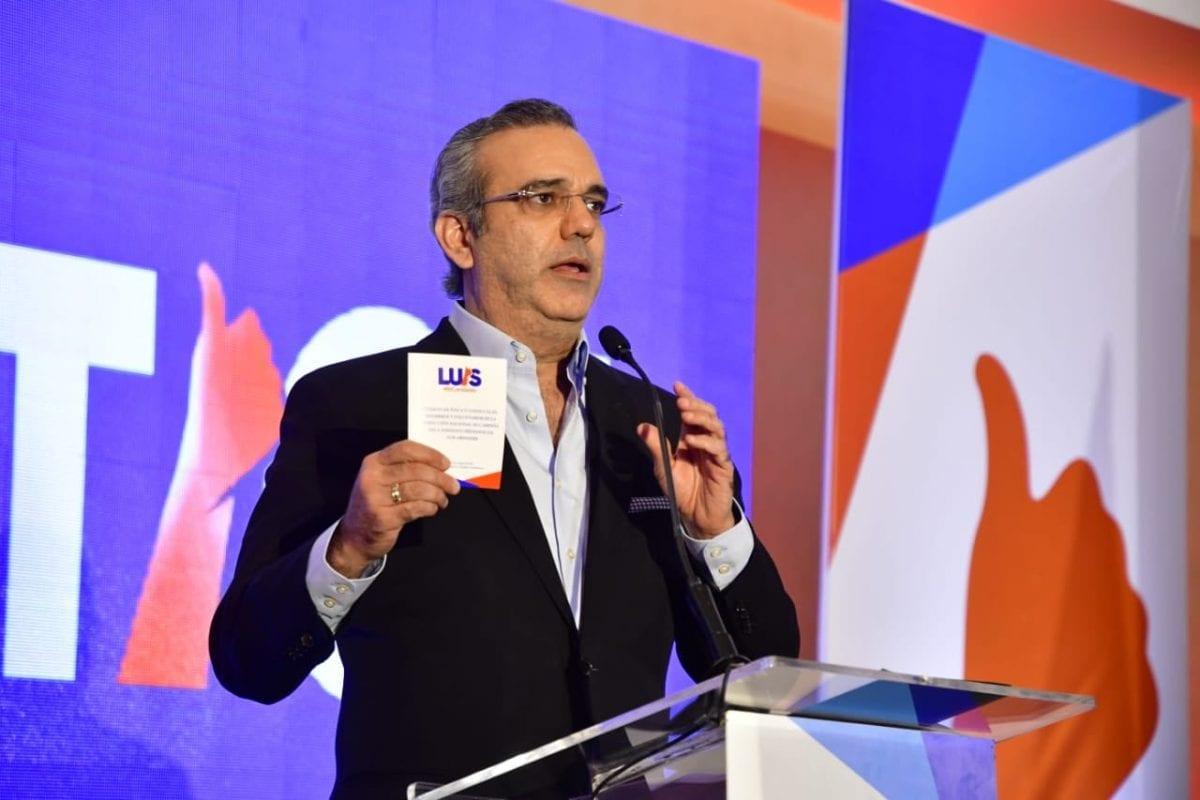 Luis Abinader promete limitar el gasto público