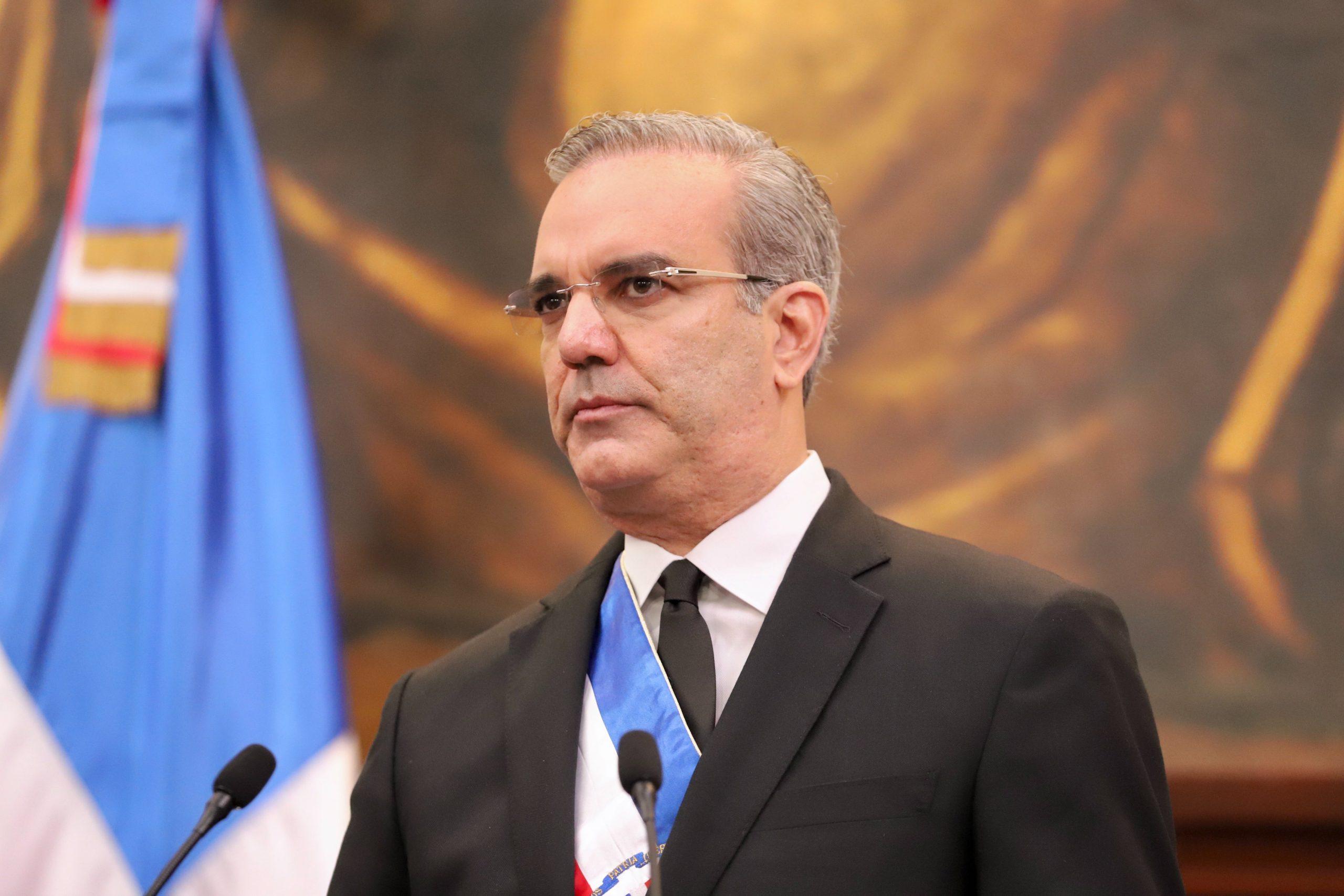 Abinader destituye a 181 diplomáticos y funcionarios del servicio exterior
