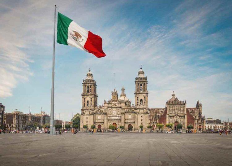 Las previsiones del Fondo Monetario Internacional (FMI) para México proyectan una contracción del 95 en 2020 y un repunte del 3.5% en 2021.