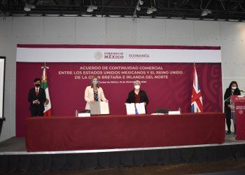 Autoridades de Reino Unido y México durante la firma del acuerdo bilateral. | Fuente externa.
