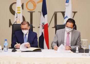 El superintendente del Mercado de Valores, Gabriel Castro González, y el director ejecutivo de la Dirección General de Alianzas Público Privadas, Sigmund Freund.