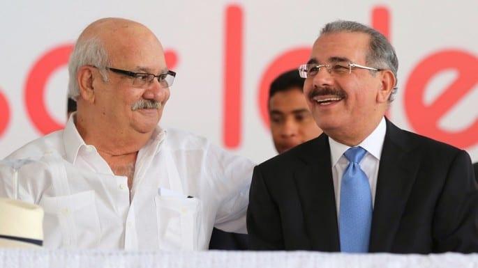 El fundador del Grupo Industrial, Miguel Feris Iglesias y el presidente Danilo Medina durante la inauguración de una moderna planta de la empresa en San Pedro de Macorís.