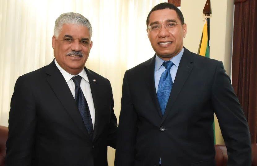 miguel vargas y el primer ministro de jamaica andrew holness.