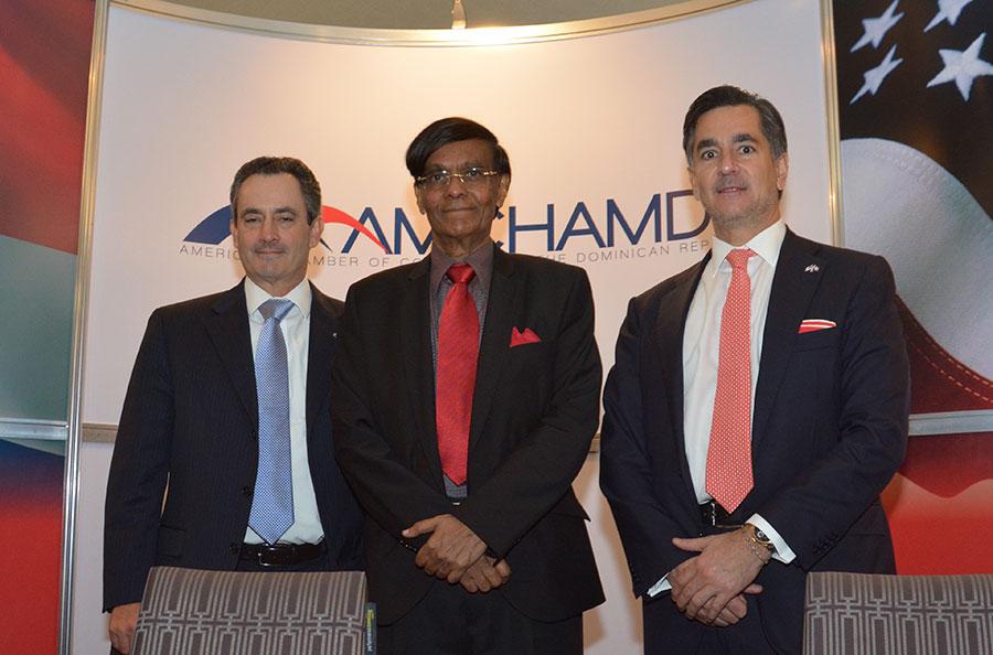 William Malamud, Mohan Munasinghe y Carlos José Martí. | GABRIEL ALCÁNTARA