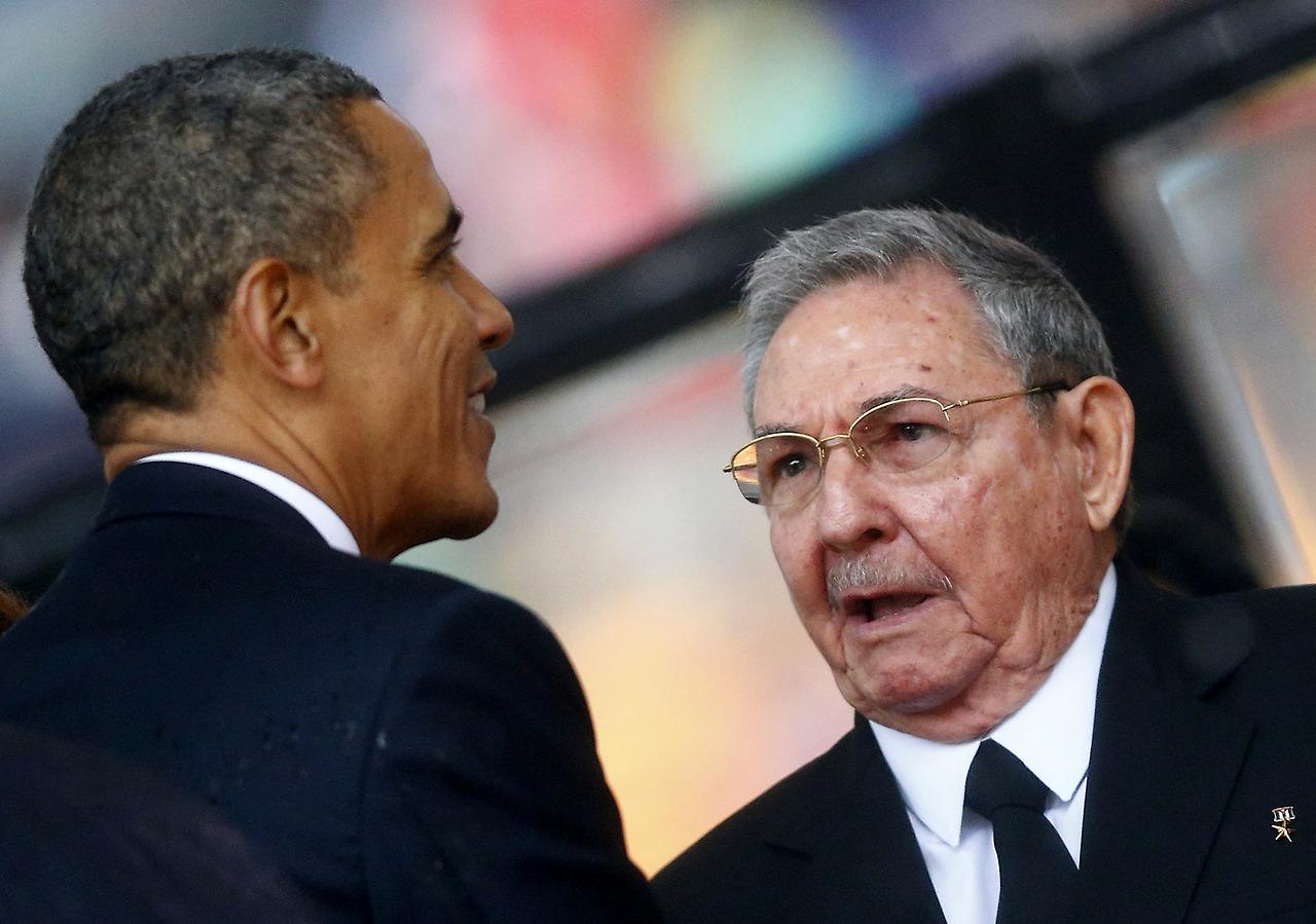 Barack Obama y Raúl Castro se encontraron en el velatorio de Nelson Mandela en Sudáfrica en diciembre de 2013.