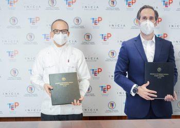 Alfredo de la Cruz Baldera y Antonio Caparrós.