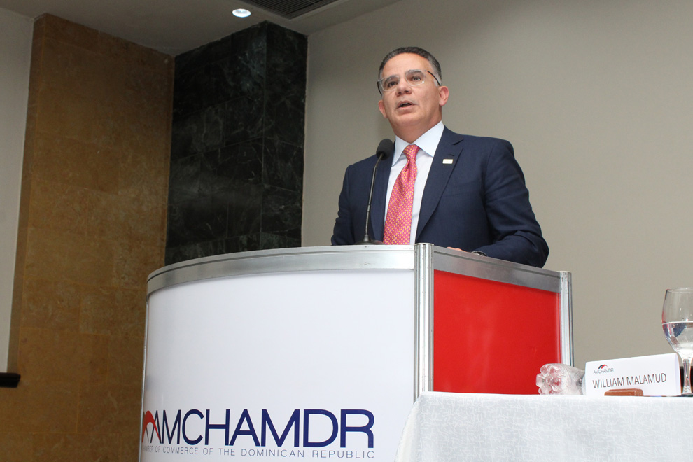 pedro brache, presidente del conep durante su ponencia en amchamdr santiago 2