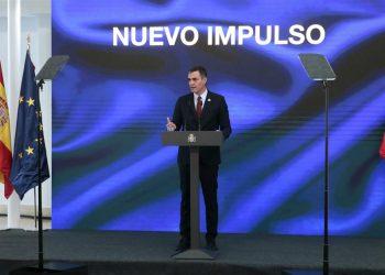El presidente del Gobierno, Pedro Sánchez, presenta el Plan de Recuperación, Transformación y Resiliencia de la Economía Española en un acto telemático con todo el Ejecutivo, patronal y sindicatos, así como los embajadores de los 27 países miembros de la UE en el Palacio de la Moncloa. | Jose Maria Cuadrado Jimenez, EFE.