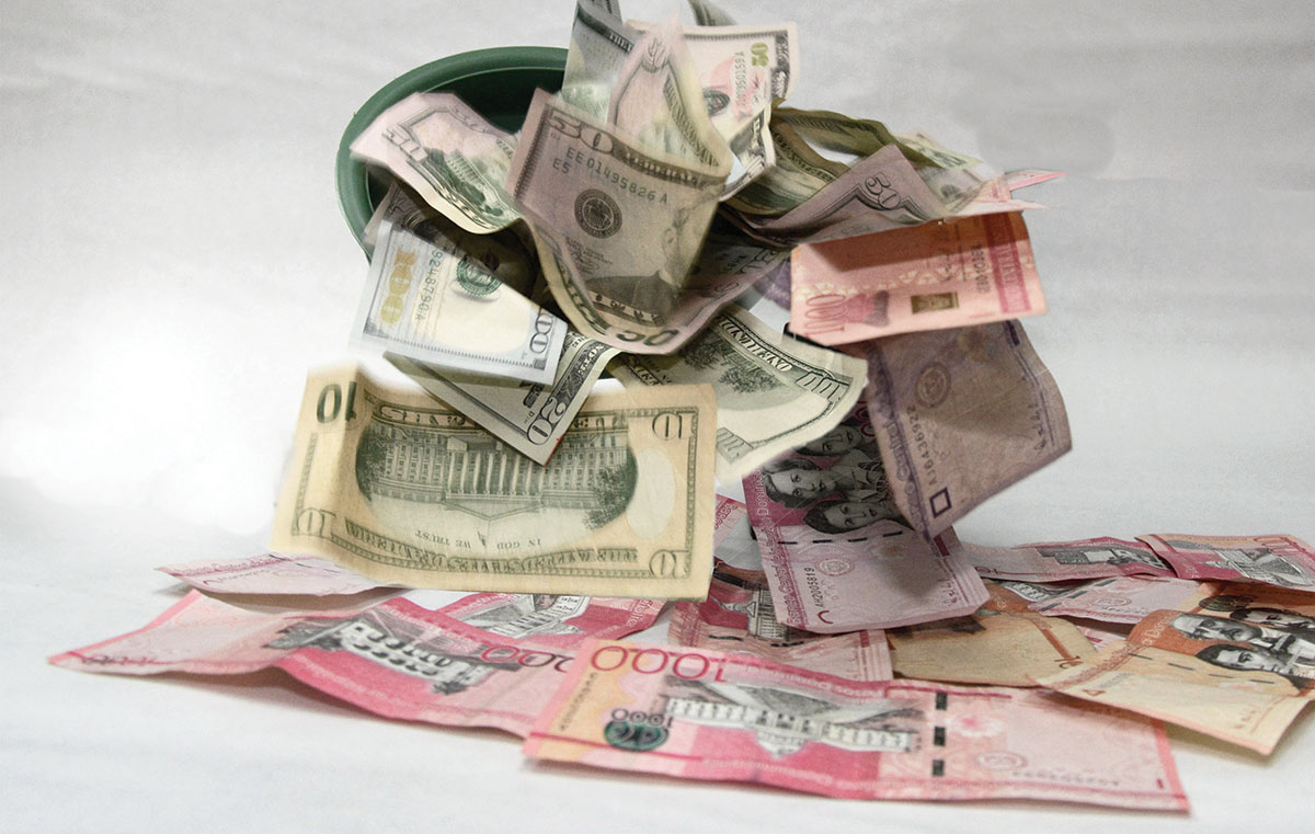 pesos y dolares moneda estadounidense