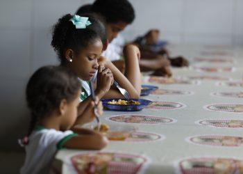 Alimentación escolar, niños, alimentación