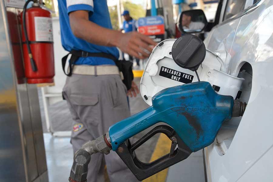 Los precios del petróleo bajaron en los mercados globales.