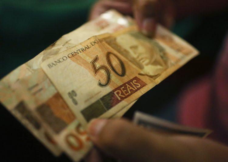 Brasil utilizará estos recursos para ampliar hasta 600 reales (US$104) los subsidios del programa de asistencia Bolsa Familia. | Mario Tama, DPA