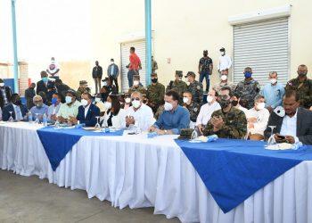 Autoridades dominicanas y haitianas durante el encuentro de coordinación para la reapertura del mercado binacional.   Fuente externa.